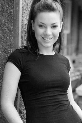Daphne Greengrass (Roxanne McKee)